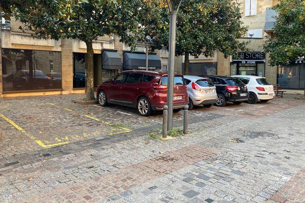 A Brive, le stationnement sur les places de livraison est autorisé pendant le confinement mais limité à 10 minutes.