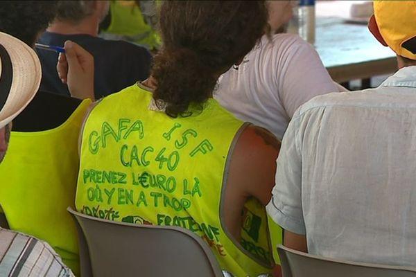 """Des """"gilets jaunes"""" venus de toute la France sont réunis à Montceau-les-Mines pour tenir la troisième """"Assemblée des assemblées"""" samedi 29 et dimanche 30 juin 2019."""