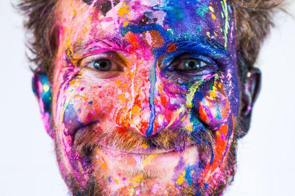 Brunograffer, artiste multicolore et multicarte