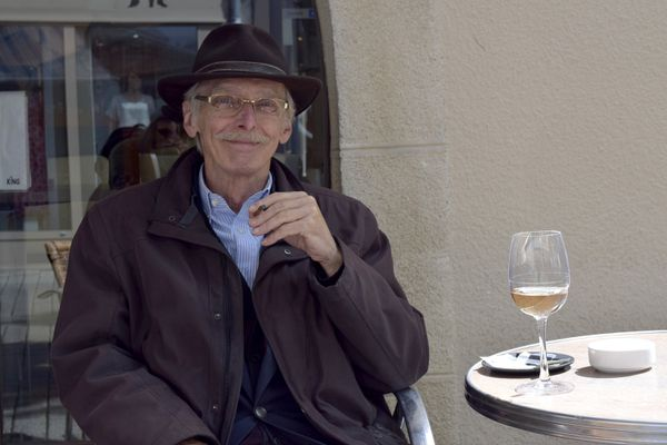 Pour Gabriel, brocanteur, ça sera un verre de vin blanc.