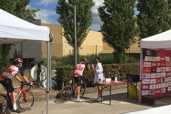 La température est prise pour chaque coureur-cycliste.