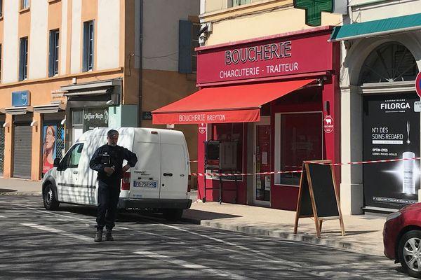 4 avril 2020. Armé d'un couteau, Abdallah Ahmed-Osman a agressé des passants dans la rue et des personnes dans des commerces. Il en a tué deux et en a blessé cinq autres.