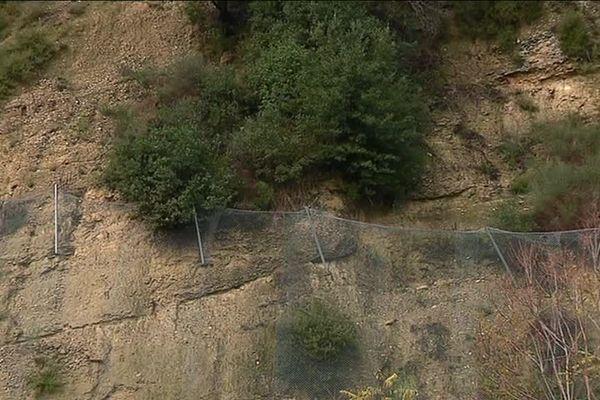 Des pans de la colline se sont encore effondrés par endroits, c'est pourquoi ils ont été sécurisés