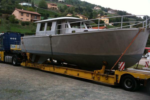 Un bateau sort des chantiers navals de Tarare- Archives