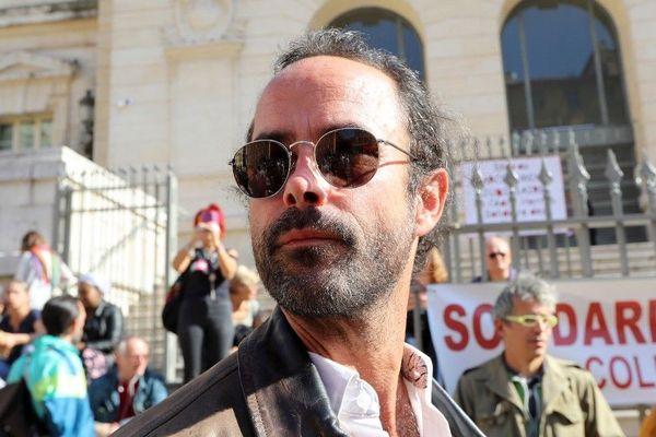 En première instance, 5.000 euros d'amende avaient été requis, mais l'agriculteur militant installé près de la frontière italienne avait été relaxé par le tribunal correctionnel de Nice. Le parquet avait fait appel.
