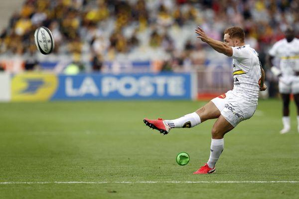 Le demi d'ouverture Ihaia West rate son penalty à la 5e minute, lors du match contre le Stade Toulouse en finale de Top 14 au Stade de France vendredi 25 juin.