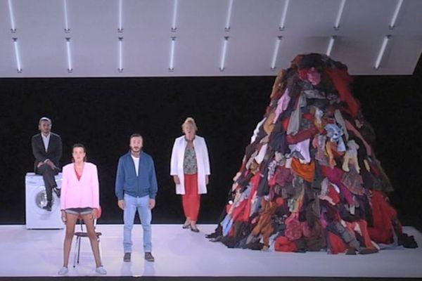 """Suzy Storck"""", la tragique héroïne de la pièce de Magali Mougel, mise en scène par Simon Delétang,"""