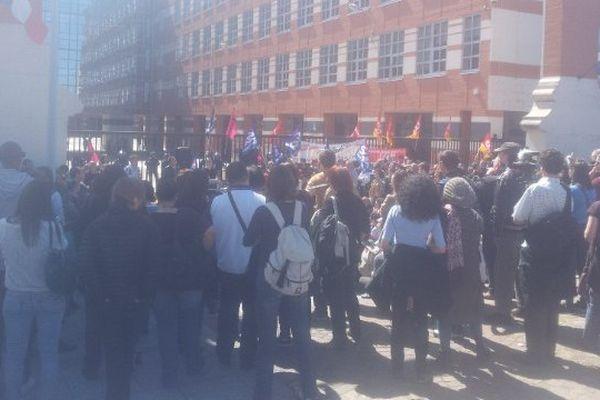 plusieurs centaines de personnes se sont rassemblées à Toulouse devant le conseil départemental de Haute-Garonne