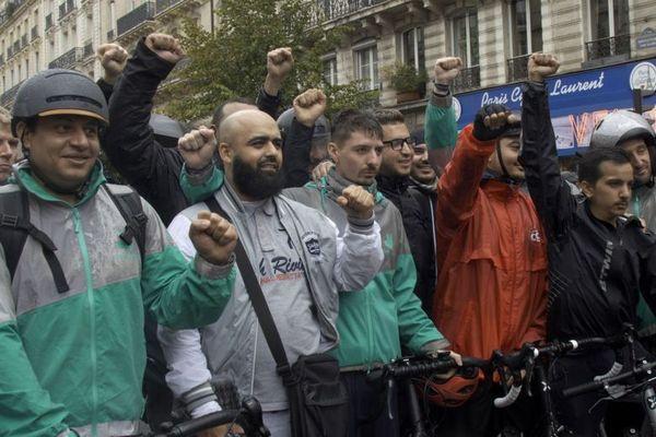 Manifestation de livreurs à vélo.