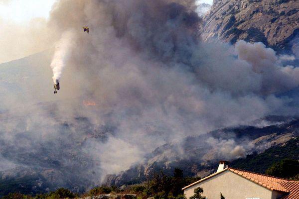 Les deux pilotes sont morts dans la chute de l'appareil Pelican 36. Celui-ci s'est disloqué en plein ciel au cours d'une intervention pour un feu à proximité de Calvi.