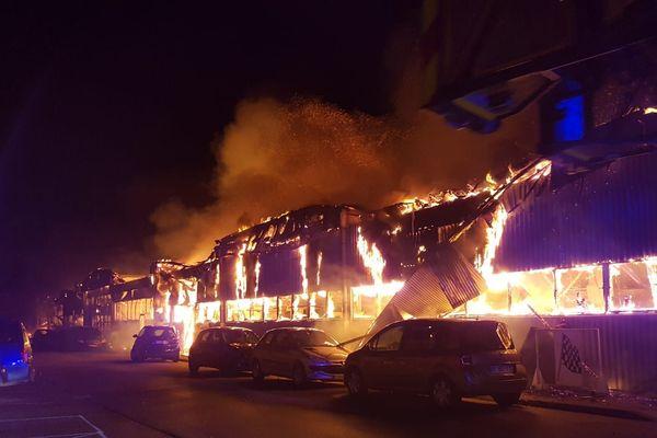 L'incendie s'est propagé sur plusieurs bâtiments