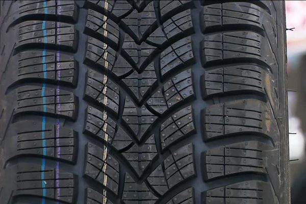 les pneus hiver ont une structure particulière pour une meilleure tenue de route