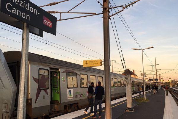 Un train Paris-Caen immobilisé en gare de Mezidon