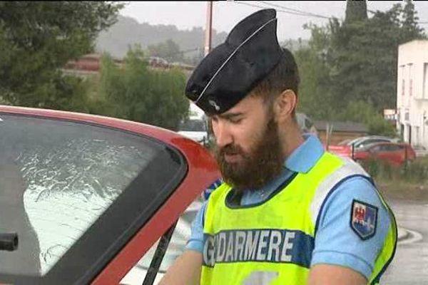 Un gendarme en plein contrôle