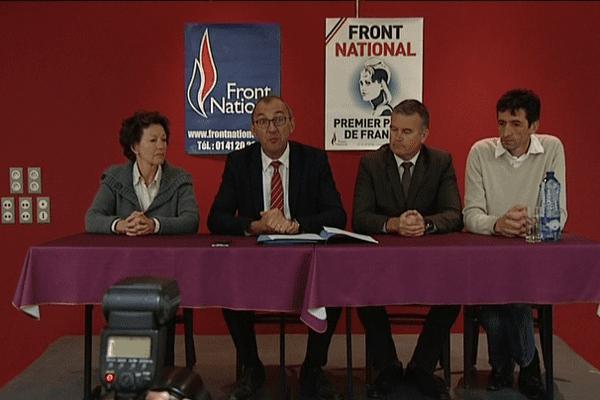Gilles Pennelle, tête de liste du FN pour les Régionales, entourré des 3 autres secrétaires départementaux