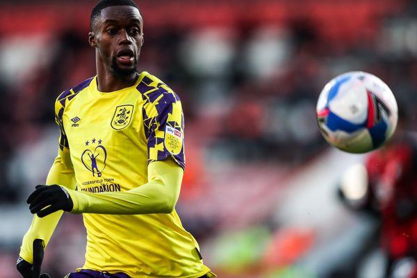 Le joueur français Adama Diakhaby, qui évoluait en Angleterre, rejoint l'Amiens SC pour un an et demi
