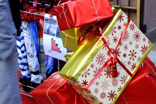 De nombreux parents n'ont pas les moyens financiers suffisants pour offrir un cadeau à leurs enfants.