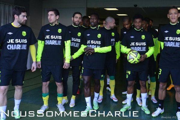 Tous Charlie, les joueurs du FC Nantes ont enfilé leur plus beau maillot à l'entraînement avant d'affronter Metz à la Beaujoire