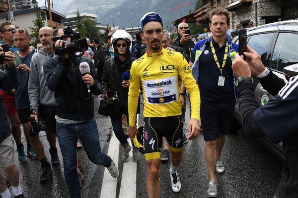 Archives : Julian Alaphilippe à Tignes le 26 juillet 2019. L'étape entre Saint-Jean-de-Maurienne et Tignes avait été interrompue à 25 km de l'arrivée à cause d'un orage de grêle. Le Français avait perdu son maillot jaune au profit d'Egan Bernal.