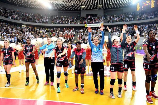 La joie des handballeuses Brestoises après leur victoire contre Besançon en demi finale de championnat