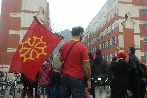 La manifestation du mouvement Calendreta devant le Conseil général
