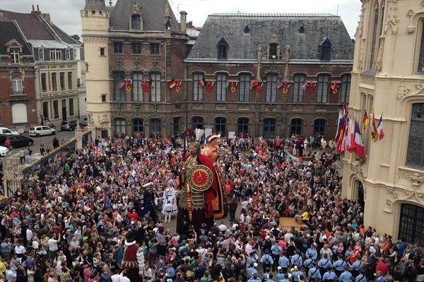 Rigodon dans la cour de l'Hôtel de Ville ce dimanche 12 juillet matin à Douai