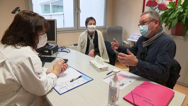 Dans le bureau de la psychologue Karine Laigre, Psychologue référente de la cellule d'urgence médico-psychologique du Doubs.