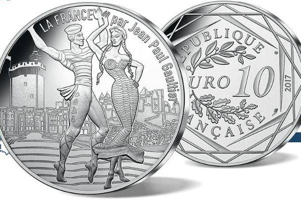 """Pièce de 10 euros argent """"le Roussillon dansant"""" signée Jean-Paul Gaultier pour la  Monnaie de Paris."""