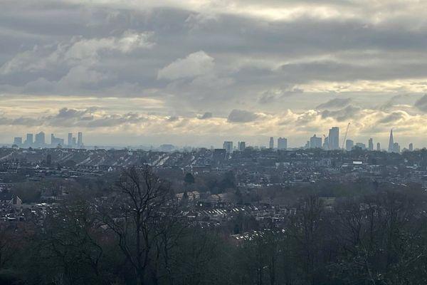 Au Royaume-Uni comme en France, c'est dans les grandes villes que les confinements sont les plus difficiles.