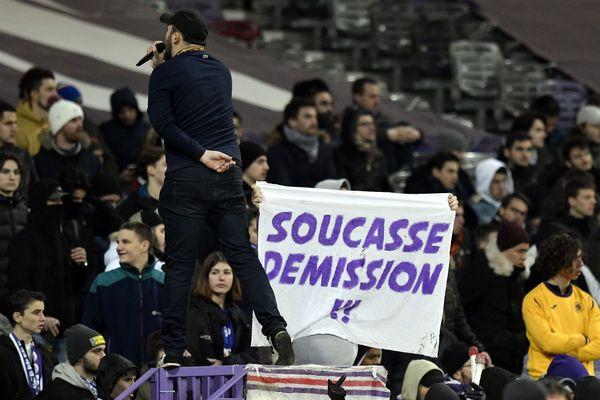 Un très grand nombre de supporters rendaient le directeur exécutif du TFC responsable des mauvais résultats ces dernières saisons et de sa rupture avec eux.