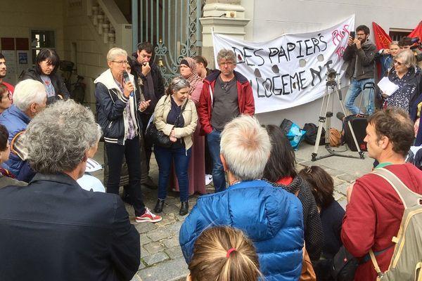 Manifestation de soutien aux migrants devant le tribunal administratif de Rennes
