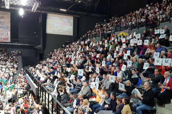 Plus de 4000 spectateurs de moyenne : le huis clos, personne n'en veut!