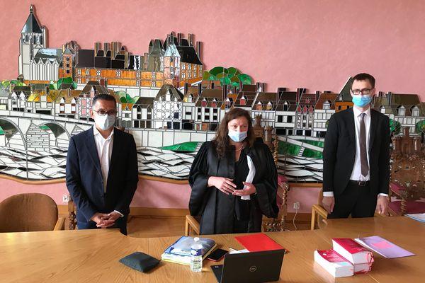 De gauche à droite : Francis Cammal, maire de Gien ; Patricia Goillot, présidente de l'audience foraine de Gien et Loïc Abrial, procureur de Montargis.