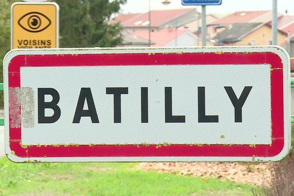 L'homme habite Batilly (Meurthe-et-Moselle).