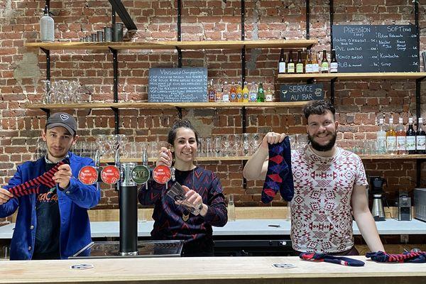 Victor, Sacha et Alexandre gérants de l'atelier-bar Les Trois Tricoteurs installé à Roubaix.