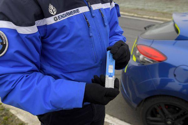 Contrôle d'alcoolémie par la gendarmerie. Image d'illustration