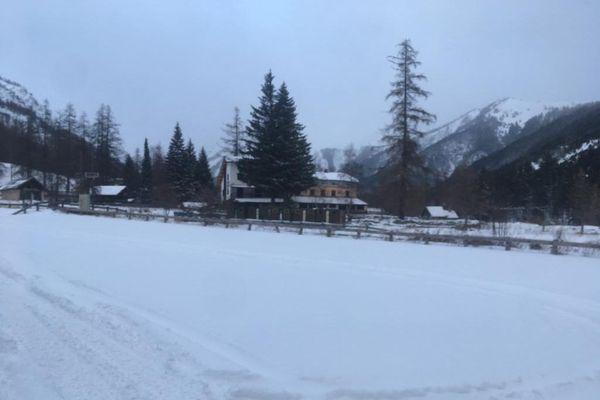 A Casterino, entre 10 et 15 cm de neige sont tombés depuis ce mardi. Certains sentiers forestiers ne sont plus praticables.