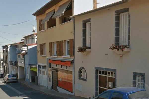 Un homme a été violemment agressé au couteau, dimanche 10 septembre, dans un bar de Lempdes.
