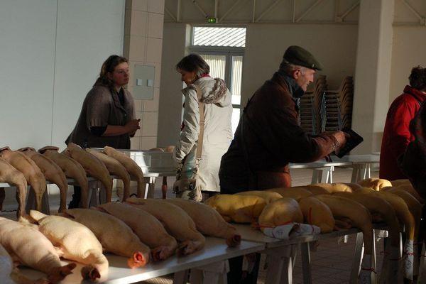 En temps normal, les marchés au gras du Sud-Ouest sont bien achalandés et très fréquentés par les amateurs de bonne chère.