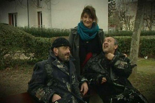 Mélanie Trachsler avec Antoine Marneur et Mouss Zouheyri, les deux comédiens de la pièce « Quand la nuit tombe »
