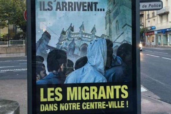 Les affiches anti-migrants placardées dans les rues de Béziers, dans l'Hérault - 11 octobre 2016