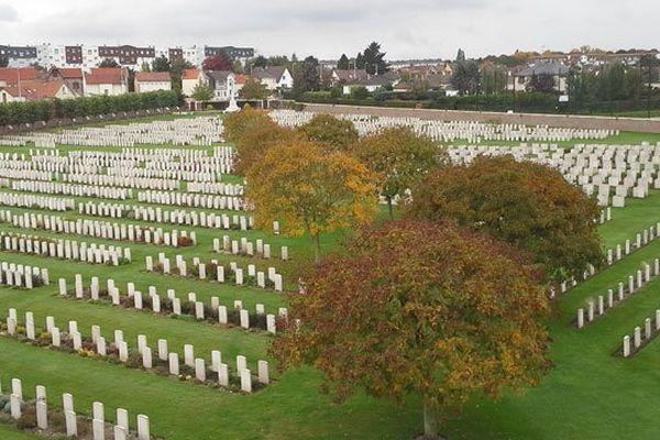L'impressionnante vue des carrés militaires du Commonwealth du haut de la coupole de la chapelle