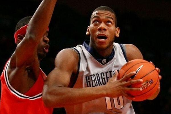 Etats-Unis, New-York / Justin Burell (St. John's Red Storm) au Madison Square Garden face à Greg Monroe (Georgetown Hoyas)