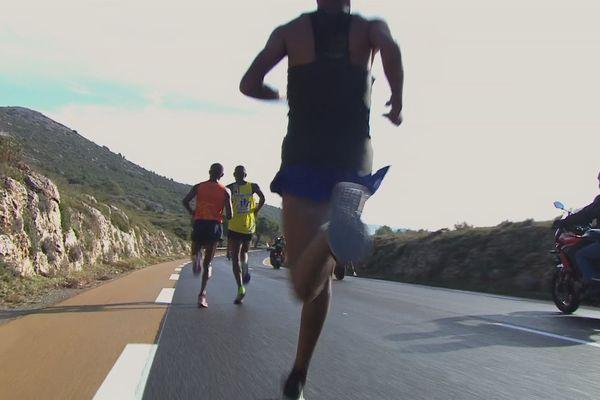 Les premiers coureurs en tête au 10e km de ce 40e Marseille-Cassis