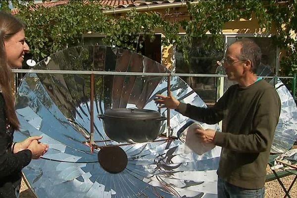 La cuisson au four solaire construit par Bruno Lorthïois