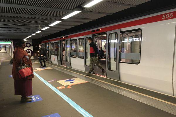 A Lyon, la circulation a été interrompue sur les lignes de métro A et B, lundi 17 août 2020, en raison d'une panne de courant.