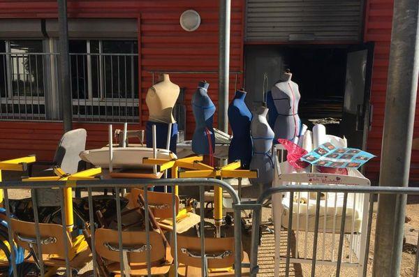 Une partie du matériel de l'atelier couture cuisine du collège Kraft à Béziers a pu être sauvée. 5/11/2019