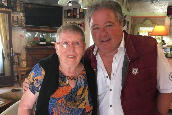Geneviève 76 ans, malade d'Alzheimer et François, 71 ans, son mari et aidant.