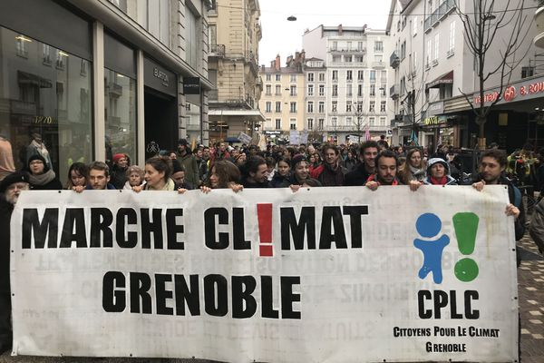 Environ 3000 personnes ont défilé pour le climat ce samedi 1er février.
