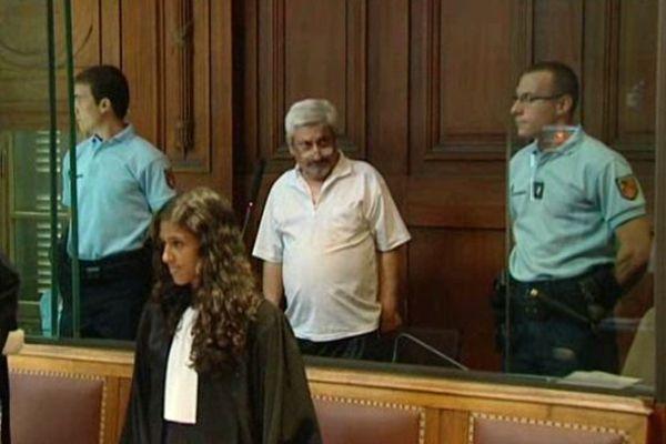 Montpellier - Amédée Amador, dit Oreille, 66 ans, dans le box des accusés juste avant l'ouverture du procès d'assises - 1er juillet 2013.
